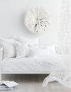 غرفة نوم خيالية , يتميز بلوحة بيضاء نقية