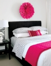 غرفة نوم وردية جميلة وجذابة