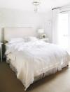غرفة نوم بيضاء رائعة هذه الواجهة المثالية للكيفية التي يمكن بها تزيين غرفة كلها بيضاء لكنها تمثل شخصيتك.