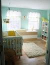 تميزت هذه الغرفة باختيار الالوان المشرقة  الحديثة غير الصارخة باللون الاصفر الشاحب والفيروزي جعلت الغرفة تبدو جديدة تماماً.