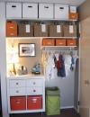 جعل طفلك منظماً .تعويد الطفل على ترتيب اغراضة من خلال انشاء خزانة مرتبة مع صناديق للتخزين وسلال حتى تبقى الغرفة مرتبة.