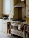 تناسق الالوان بسيط في تصميم المطابخ الصغيرة