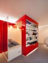 لقد ابتكر المهندس المعماري بول كودامي خزانة كتب مدموجة مع السرير مع مكتب. عند الحاجة الى السرير يتم نقل خزانة الكتب الى جانب ويكشف عن السرير . عندما لايستخدم  السرير يخفى ويكشف عن المكتب