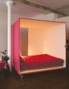 السرير بشكل الهاتف المحمول  المكعب هو وسيلة رائعة لاضافة الخصوصية في البيوت المفتوحة. سواء اكانت غرفة في الطابق العلوي او في شقة استوديو