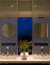 تصميم حمام مثير وجود الزجاج الشفاف للسماح لمزيد من الضوء للدخول