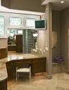 تصميم حمام مثير من تصميم Gail Drury استخدمت فيه الالوان المحايدة لتناسب الجنسين