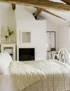 تصاميم داخلية لغرف نوم بسيطة ومضيئة5