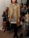 اليكسا تشونغ في ثوب مخطط مع جاكيت باللون البيج