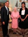 ميشيل أوباما عند لقائها الملكة اليزابيث بدت بسيطة ورزينة في فستان من الحرير الاسود والساتان الابيض من ايزابيل توليدو وسترة سوداء من عزالدين عليا وعقد من اللؤلؤ