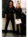 ميشيل أوباما في سترة وسروال باللون الاسود من ماريا كورنيجو خلال اجتماع مع شيريل كرو وغيرها من النساء في اعلى مجالات تخصصهم