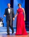 ميشيل اوباما في حفل العشاء السنوي لمؤسسة جوائز فينيكس في الكونغرس الامريكي في واشنطن ترتدي ثوب جريء احمر من مايكل كورز