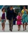ميشيل اوباما عند مغادرتها الولايات المتحدة لموسكو في فستان تالبوت مع كاردي من الكشمير الاصفر وحزام من سونيا رايكل