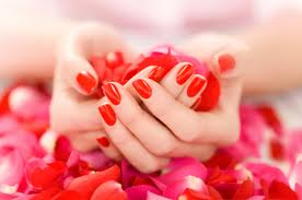 المحافظة على اليدين وبقائهما جميلتين من الاشياء المهمة فيديكِ تخبران الكثير عن شخصيتكِ وكيف تحافظين على جسمكِ وجلدك