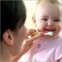 نصائح للحفاظ على اسنان طفلكِ صحية