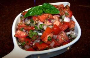سلطة الطماطم مع البصل الايطالية