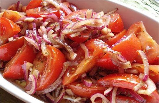 سلطة الطماطم على الطريقة اليونانية