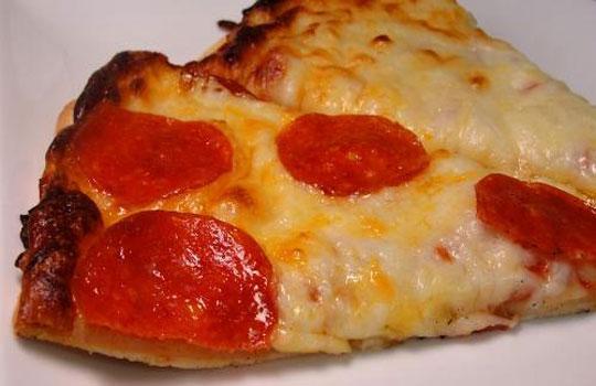 عجينة البيتزا بالثوم والريحان