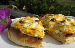 رول البيض المسلوق مع الجبنة