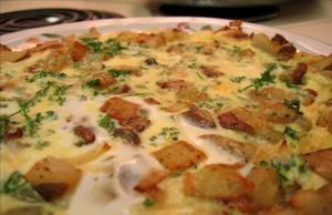 افطار مكون من البطاطا والبيض