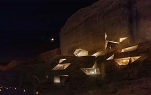تصميم فندق في الصخر على شكل كهف في وادي رم الاردن1