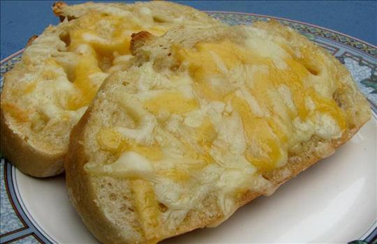 ساندويش الجبنة بالثوم