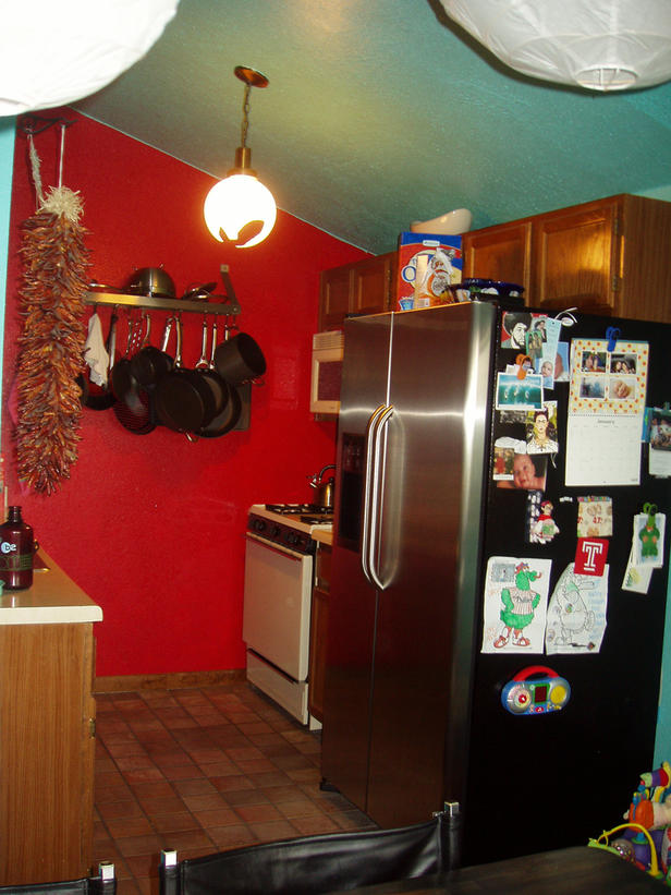 مطبخ مصيبة باللون الاحمر