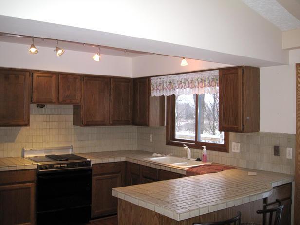 موديل مطبخ بسقف مائل غير منطقي