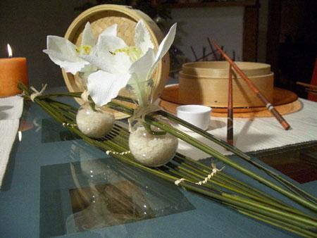 كيفية تزيين الطاولة بتنسيق زهور غريبة8