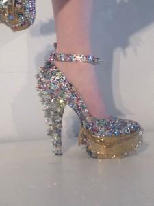 موديلات احذية كعب عالي فريدة من اسبوع الموضة في نيويورك1
