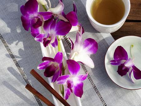كيفية تزيين الطاولة بتنسيق زهور غريبة5
