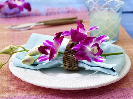 كيفية تزيين الطاولة بتنسيق زهور غريبة15