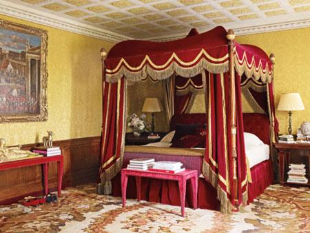 افكار تصاميم غرف نوم بمظلة فوق السرير8