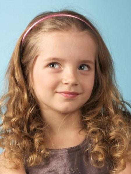 تسريحات و قصات شعر كيرلي للبنات الصغيرات 201310
