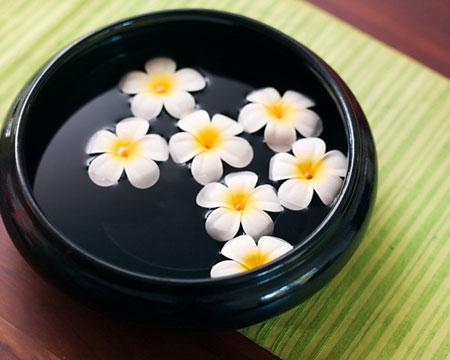 كيفية تزيين الطاولة بتنسيق زهور غريبة9