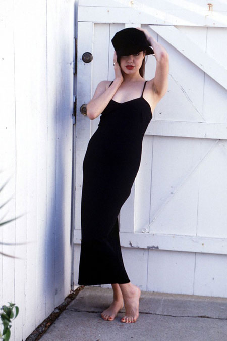 انجلينا جولي بعمر 19 عام Angelina Jolie
