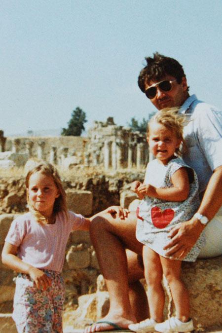 كيت و بيبا ميدلتون بعمر 3و4 سنوات في مدينة جرش الاردنية Kate and Pippa Middleto