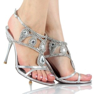 احذية للعروس مرصعة بالكريستال واللؤلؤ
