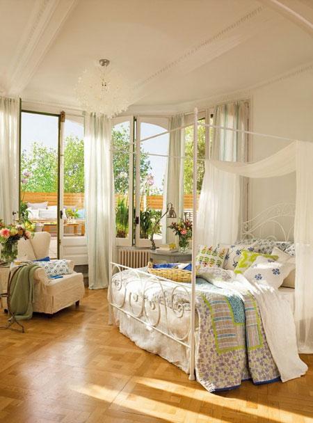 تصميم غرفة نوم رومانسية مع نوافذ نصف دائرية1