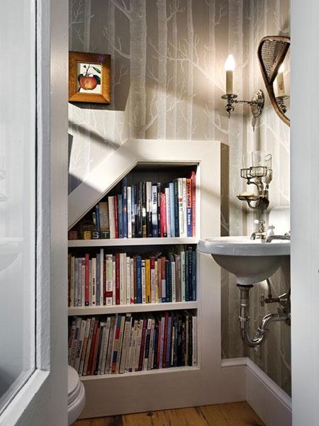 افكار تصاميم مكتبة كتب داخل الحمام5