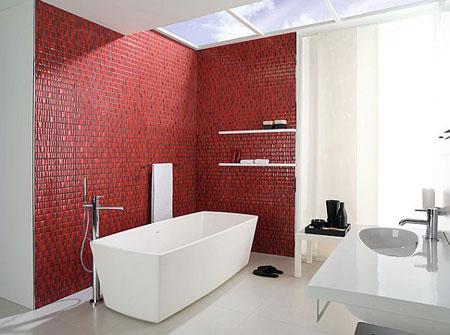 حمام حديث ببلاط باللون الاحمر