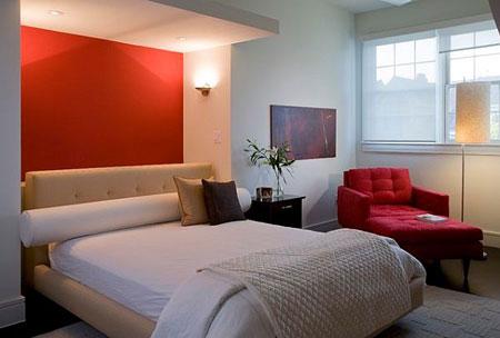 جدار غرفة النوم باللون الاحمر