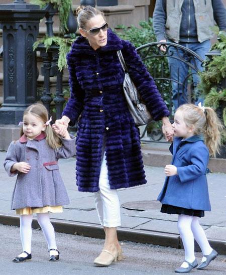 ساره جيسيكا باركر, سارة في لوك غير تقليدي بارتدائها معطف كبير الحجم