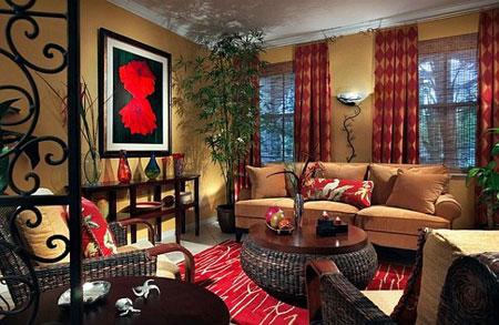 غرفة معيشة مع ديكور نغمات اللون الاحمر