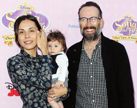 سوني لي,رزق الممثل جيسون لي وزوجته سيرين طفلاً في 16 يونيو