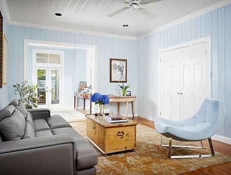 غرفة معيشة بلون الازرق بلون المحيط