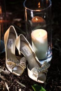 احذية للعروس مزينة بالورود والكريستال
