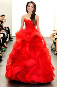 انجلينا جولي في فستان فيرا وانغ