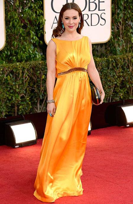 اليسا ميلانو,ارتدت فستان بلون الخردل مع مجوهرات بلون التركواز