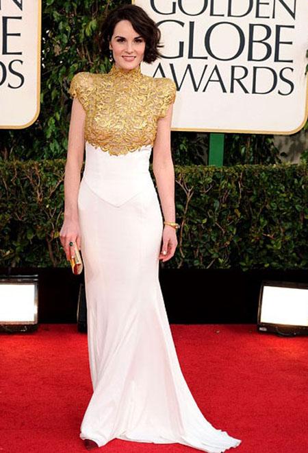 ميشيل دوكري,ارتدت الممثلة في داون تاون ابي فستان باللون الابيض والذهبي