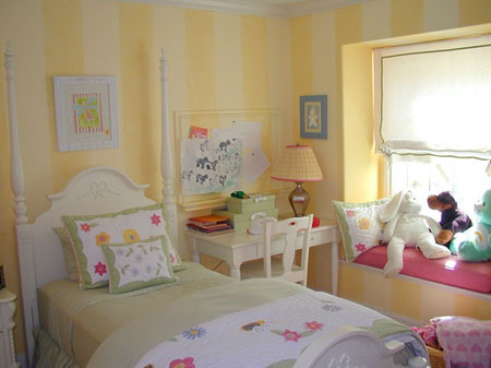 غرف نوم بنات باللون الاصفر